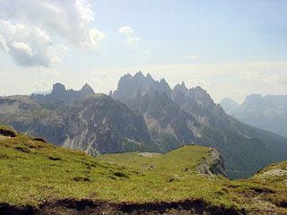 I Cadini di Misurina poco prima della Forc.  del Col de Mèdo,  in arrivo dal Rif. Auronzo