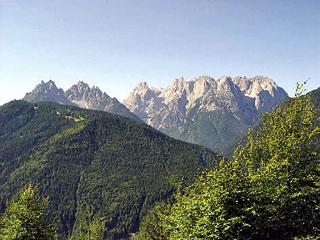 Da Fagarédo, alla fne della strada sterrata; il Col Agudo e le Marmaròle, dal M. Ciarìdo alla Croda Alta di Somprade