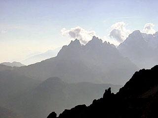 durante la lunga discesa verso Auronzo: i profli del M. Ciarìdo, del M. Ciastelìn e della Croda Bianca