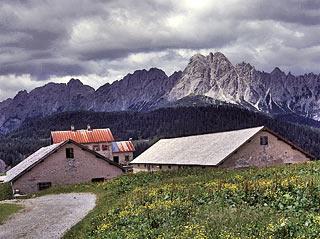 la Casera Razzo, in vista del gruppo Tudaio-Brentoni