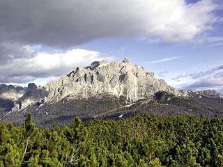 Cadini di Misurina lungo la salita alle Pale; il Rif. Col de Varda resta sulla d.