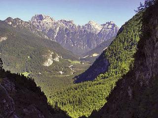 La Val Ansièi in discesa dal Biv. Tiziano, verso il bosco di Sozènto