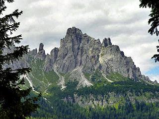 la Forc. de San Piero con il Pupo e, a d., il Ciarìdo poco dopo aver lasciato Forc. Bassa