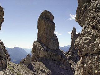 la superba torre del Pupo dal catino della Forc. de San Piero
