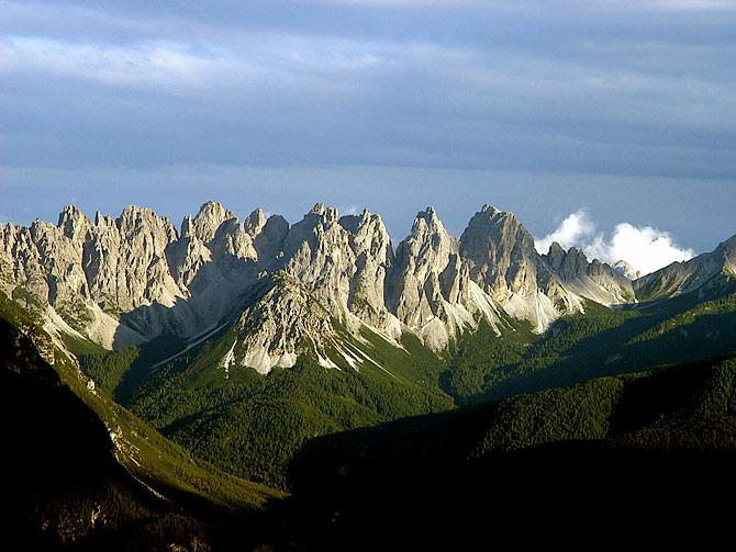 Gli Spalti di Toro dalle sorgenti di Confìn, alla base del M. Ciarìdo (Pian dei Buoi, Marmarole orientali)