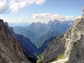 Dalla Forc. tra le Guglie de Stalàta verso la Val de Stalàta; sullo sfondo le Marmaròle centro-orientali