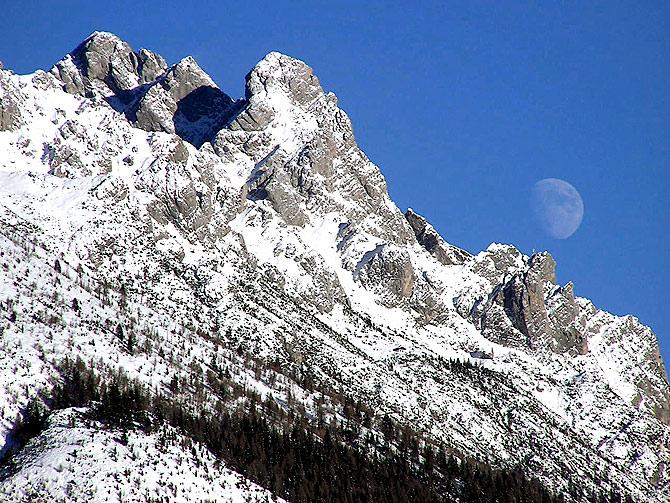 Il versant SO del Pupera Valgrande: al centro il bivacco Spagnolli